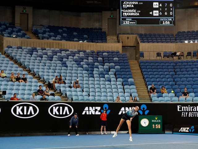 No One Was Awake For The Australian Open's Electrifying Bird-Poop Match