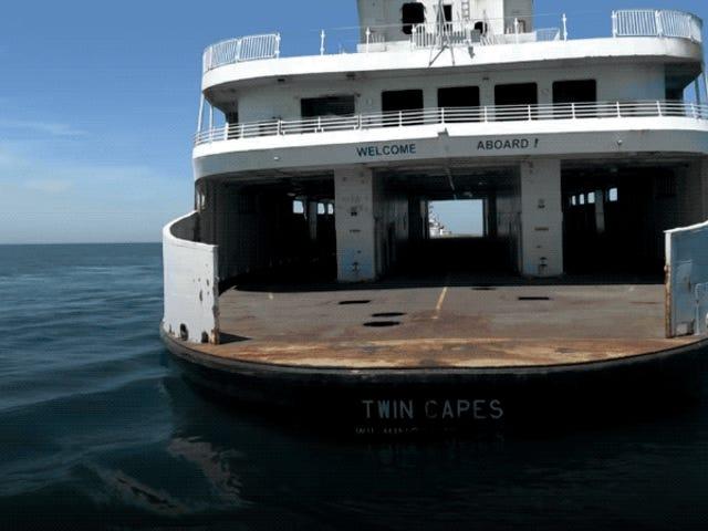Así se hunde a propósito un barco para dar vida a miles de peces y especies marinas