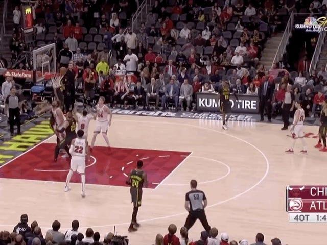 Alex Len glemte øjeblikkeligt, at han spillede basketball, mens han forsøgte at sikre en rebound