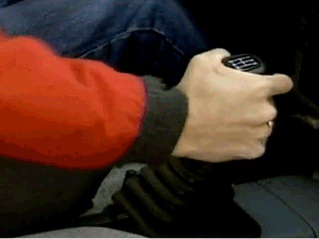 Meluncur Gear pada Transmisi Manual Baik