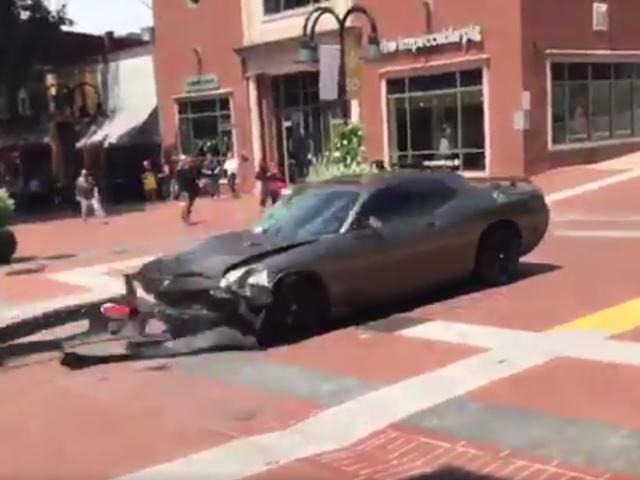 Một người chết, hàng chục người bị thương sau khi xe đâm người biểu tình phản đối tại cuộc biểu tình Supremacist trắng ở Charlottesville [Đang cập nhật]
