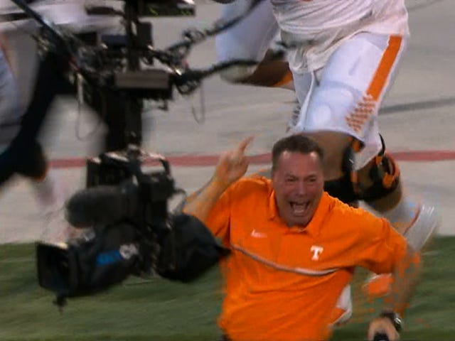 Il Tennessee rimane imbattuto, Beats Georgia On Hail Mary