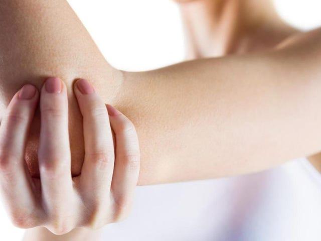 Por qué duele tanto cuando te golpeas en el codo (y por qué lo llaman el hueso de la risa)