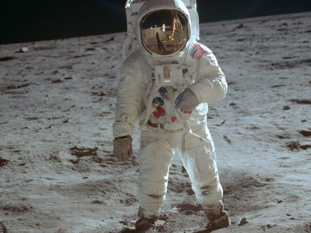 Глава Европейского космического агентства призывает человечество защитить места высадки Аполлона-11, Луноход-1