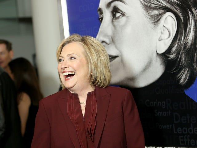 Hillary prouve qu'Hillary Clinton est sympathique, mais ne demande jamais ce qui lui a valu