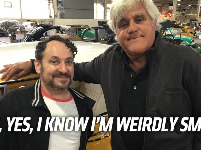 Não Biggie, eu estou apenas tomando um passeio no pior carro de sempre com meu amigo Jay Leno