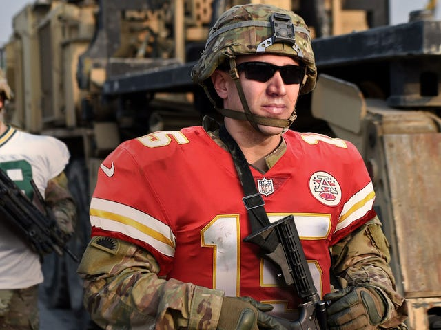 U.S. Military Honors Sacrifices Of NFL Players By Wearing Jerseys Throughout December <em></em>