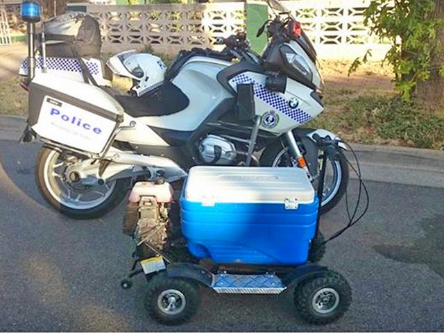 Amigo arrestado por conducir imprudentemente su increíble enfriador de cerveza a gas