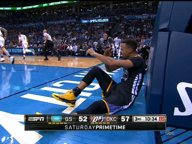 Stephen Curry se dirige al vestuario con una lesión en el tobillo [ACTUALIZACIÓN: está de vuelta]