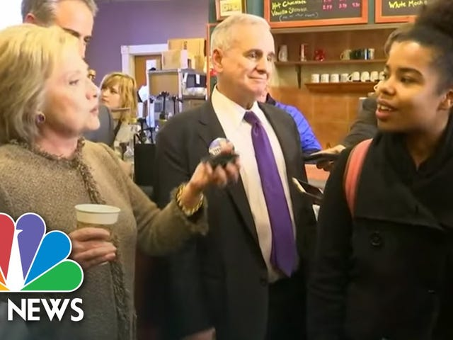क्लिंटन बताती हैं युवा ब्लैक वोटर विविधता के बारे में पूछते हुए, 'व्हाट डू यू गो रन फॉर रन समथिंग, तब'