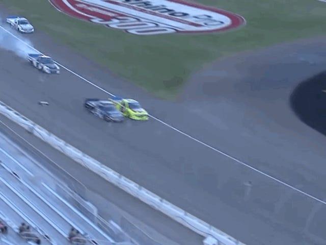 NASCAR प्लेऑफ़ पहले राउंड में ट्रक सीरीज़ रेगुलर-सीज़न चैंपियन देखें