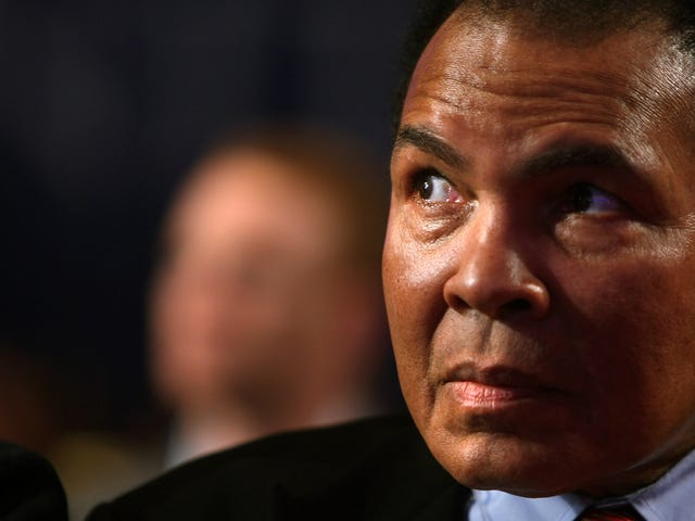 Trump Wants to Posthumously Pardon Muhammad Ali, Who Rolled Over in His Grave so the President Could Kiss His Ass