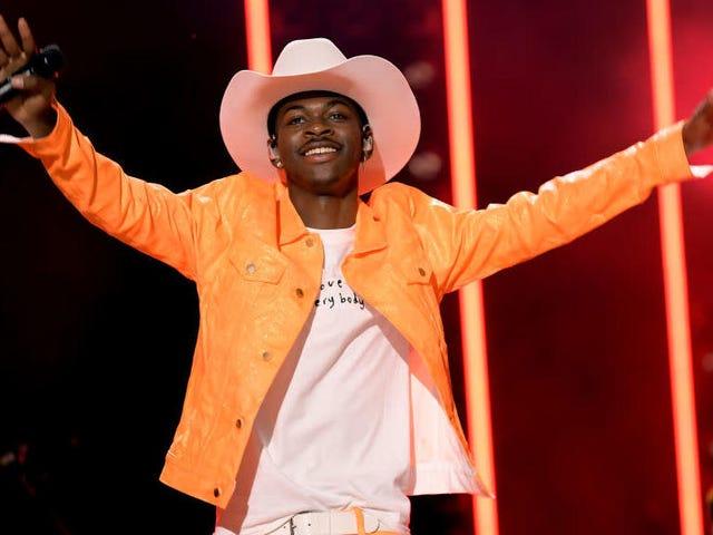 Lil Nas X no está 'bloqueando' a Taylor Swift de un golpe número uno