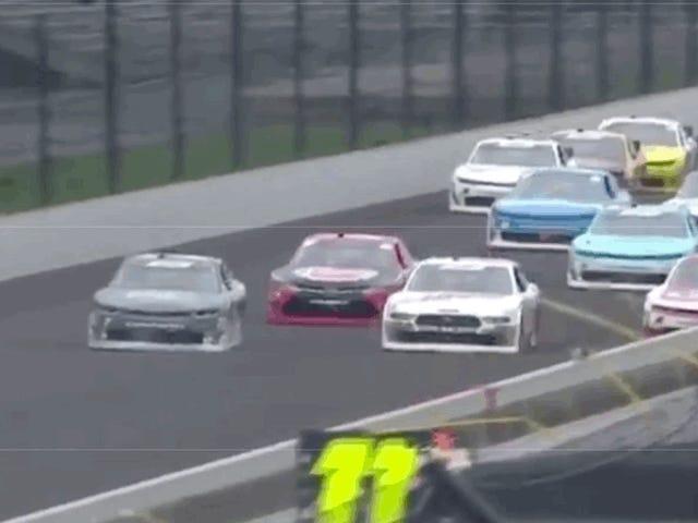 O estágio NASCAR termina com um acabamento de foto com quatro drivers