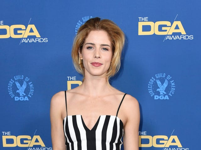 "<a href=""https://news.avclub.com/emily-bett-rickards-is-leaving-arrow-before-its-final-s-1833692533"" data-id="""" onClick=""window.ga('send', 'event', 'Permalink page click', 'Permalink page click - post header', 'standard');"">Emily Bett Rickards is leaving <i>Arrow </i>before its final season<em></em></a>"