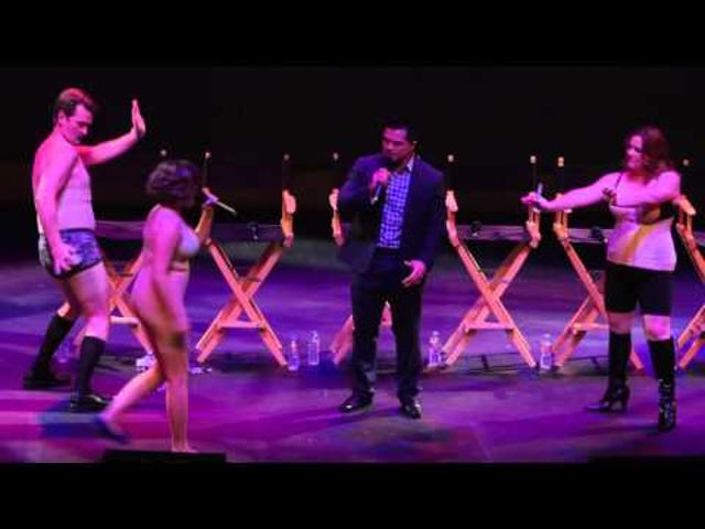 The Cast of <i>Crazy Ex-Girlfriend</i> Melakukan Versi Live &quot;The Sexy Getting Ready Song&quot;