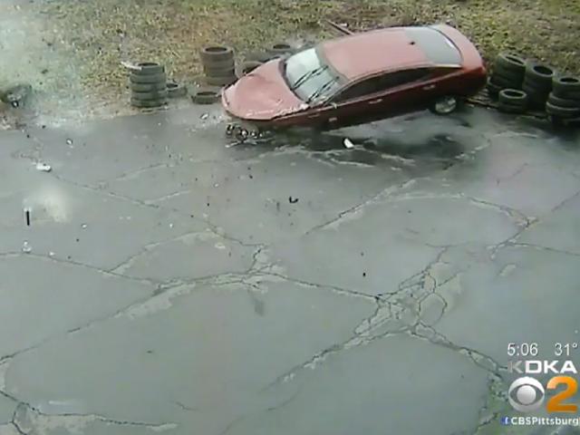 Αυτοκίνητα Κρατήστε Crash-Προσγείωση σε αυτόν τον χώρο στάθμευσης αυτοκινήτων, η επιχείρηση πρέπει να είναι ακμάζουσα