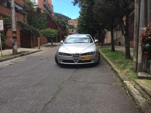 Compras de Carros Innecessarias con Mazda2Azul