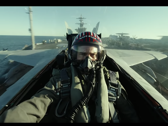 """最新的顶级机枪2:""""特立独行""""预告片至少有一台狂野的超级间谍喷气机"""