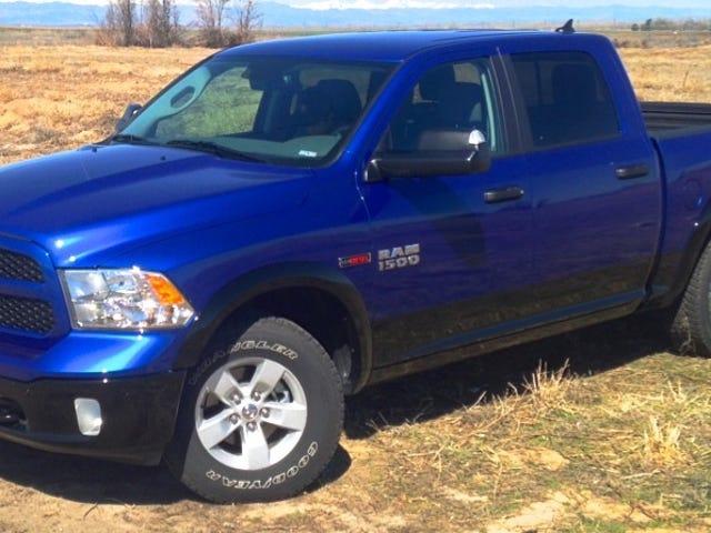 Bạn muốn biết gì về Ram 1500 EcoD Diesel 2015?