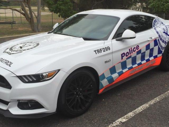 新しいフォードマスタングは伝えられるところではオーストラリアの警察力のためにあまりにも熱いです