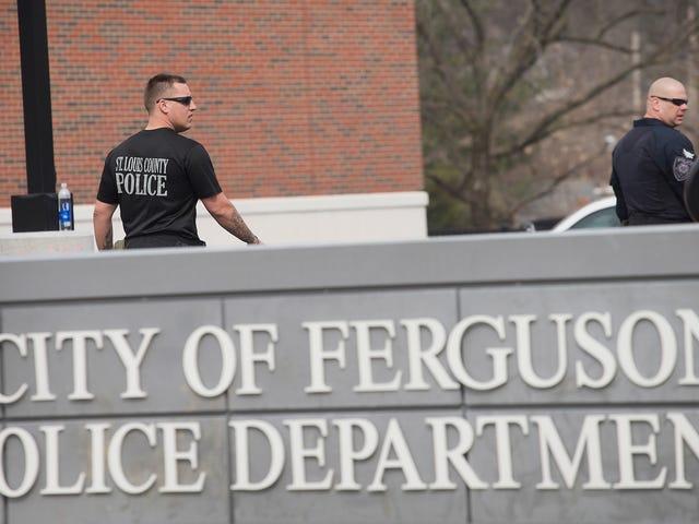 Ferguson jure dans son premier chef de police noir
