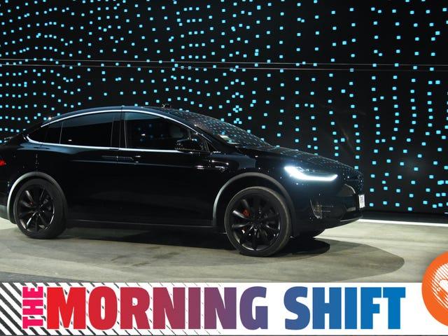 Các Fed đang xem xét một kiến nghị để điều tra Tesla về 'Tăng tốc ngoài ý muốn'