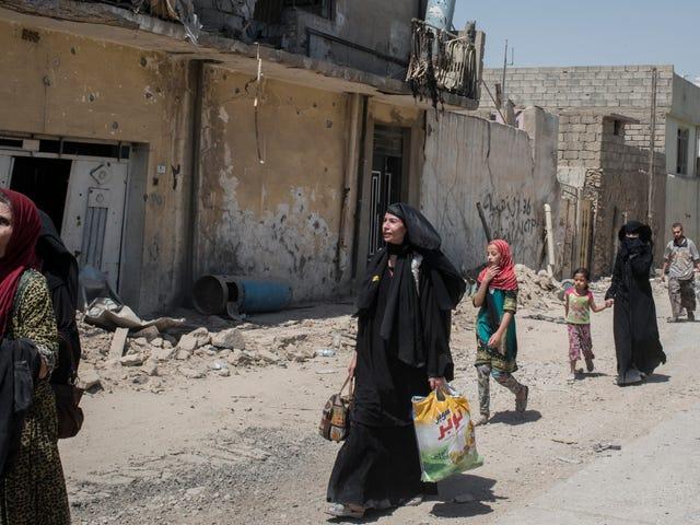 Dopo anni di schiavitù sessuale ISIS, le fughe sono letteralmente immobilizzate dal trauma