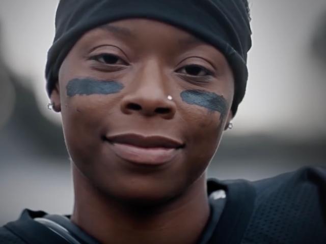 Antoinette 'Toni' Harris, nainen Super Bowl-mainoksessa, tekee urheiluhistoriasta ansaitsemalla jalkapallo-apurahan