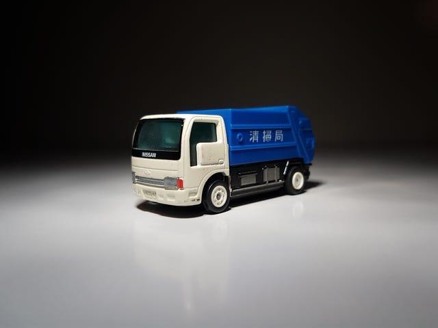 W czwartek: B / O (na baterie) Tomica B-12 Nissan Atlas Garbage Truck