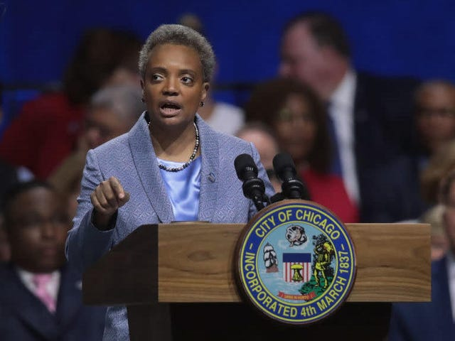 Chicago borgmester Lori Lightfoot, med 2020-præsidentvalget i nærheden, slammer trumpet som trussel mod LGBTQ-rettigheder