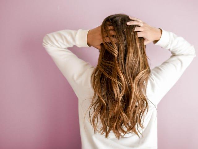 Kuinka paljon rahaa voit säästää leikkaamalla omat hiukset?