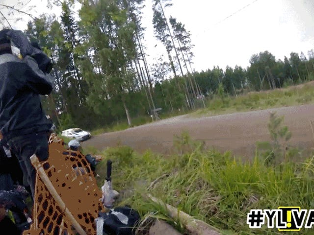 Ver Espectadores de Rally finlandeses rescatar coche después de coche después de coche