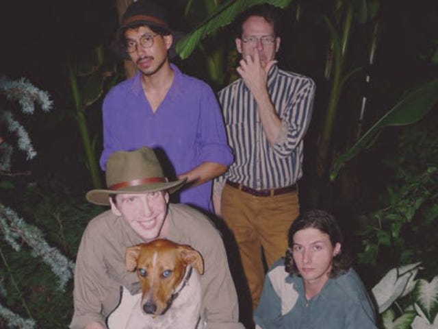 """<a href=https://music.avclub.com/deerhunter-grows-up-and-finds-peace-on-fading-frontier-1798185264&xid=17259,15700021,15700043,15700124,15700149,15700186,15700191,15700201,15700237,15700242 data-id="""""""" onclick=""""window.ga('send', 'event', 'Permalink page click', 'Permalink page click - post header', 'standard');"""">Deerhunter cresce e encontra a paz em <i>Fading Frontier</i></a>"""