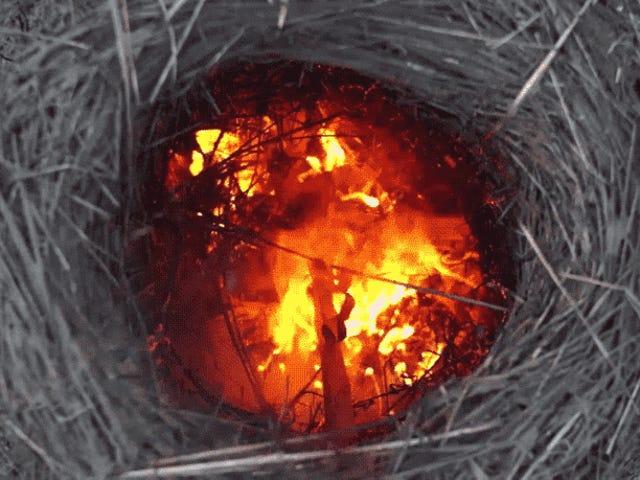 Cómofabararun horno tradicional hecho de barro y hierba con el que obtener cal pura