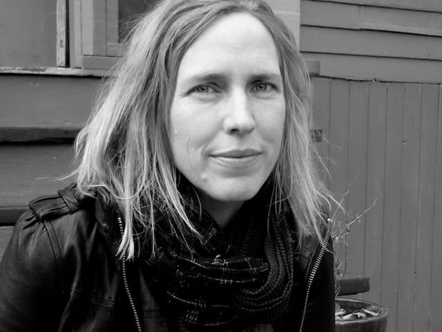 Les <i>Women Talking</i> Miriam Toews, <i>Women Talking</i> explore les conséquences du viol dans une communauté lointaine mennonite