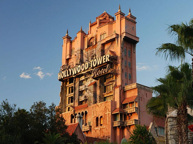 Los secretos de ingeniería de la Torre del Terrore, la atracción más impactante de los parques Disney