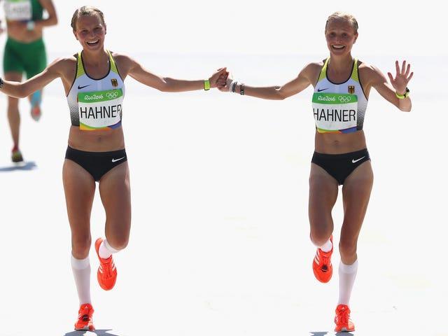 Gemelli olimpici tedeschi vengono arrostiti dal loro stesso paese per attraversare il traguardo tenendo le mani