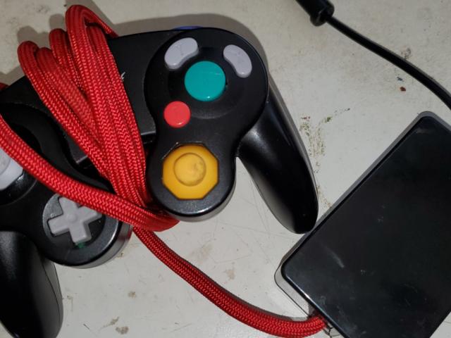 Smash Player Membangunkan GameCube Controller Pemanasan Tangan