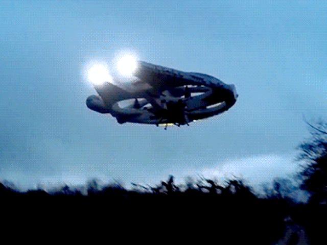 Denne cool flyvende Millennium Falcon har brug for en fuldskala version ASAP