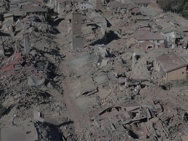 Toàn bộ thị trấn san bằng như một trận động đất lớn khác xảy ra ở Ý