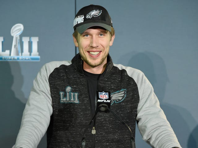Report: Nick Foles Turned Down Browns Starting QB Job To Remain Eagles Back-Up
