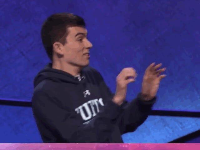 学院<i>Jeopardy!</i> 参赛者之前已经完全玩过篮球 <em></em>