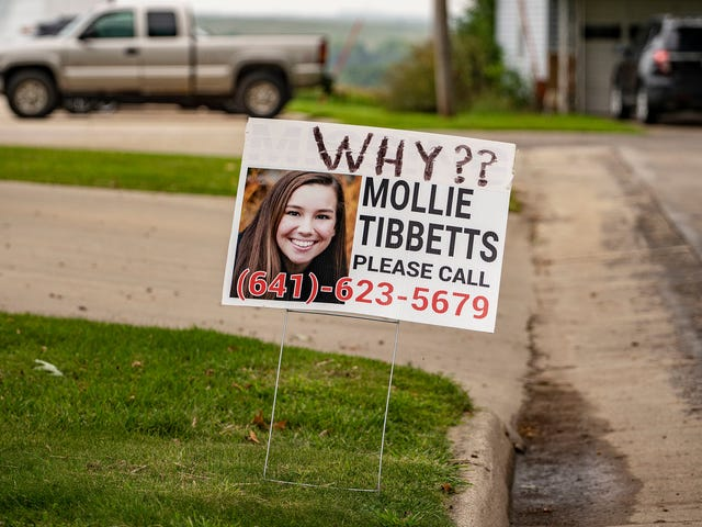How Mollie Tibbetts's Mother Rejected the Anti-Immigrant Politics Some Expected of Her