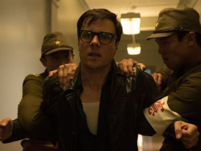 """<a href=https://tv.avclub.com/in-its-season-finale-the-man-in-the-high-castle-twists-1798186089&xid=17259,15700021,15700043,15700186,15700190,15700248,15700253 data-id="""""""" onclick=""""window.ga('send', 'event', 'Permalink page click', 'Permalink page click - post header', 'standard');"""">इसके सीज़न के फाइनल में, <i>The Man In The High Castle</i> ट्विस्ट करता है</a>"""