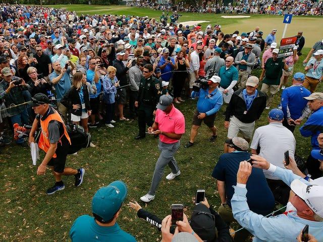 Tiger Woods เป็นผู้นำในรอบที่สามของการแข่งขันกอล์ฟ Honest-to-God