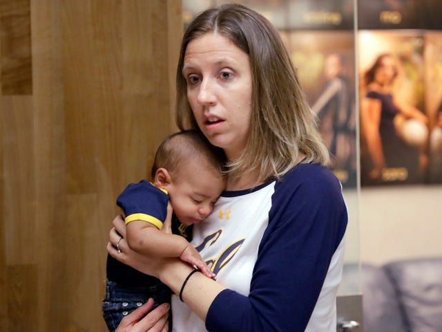 Cal Coach Lindsay Gottlieb Says Southwest Airlines Demanded Proof She Was Her Biracial Son's Mother