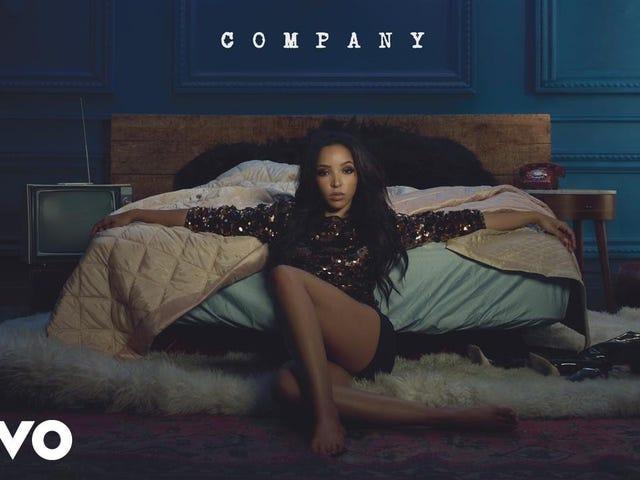 Tinashe lijkt erg gefrustreerd dat haar album nog steeds niet is uitgebracht