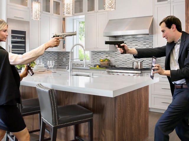 Τζάρεντ και Ιβάνκα Holding Κάθε άλλο στο Gunpoint στην κουζίνα μετά την ταυτόχρονη αποκάλυψη ταυτότητες υπόκρουση <em></em>