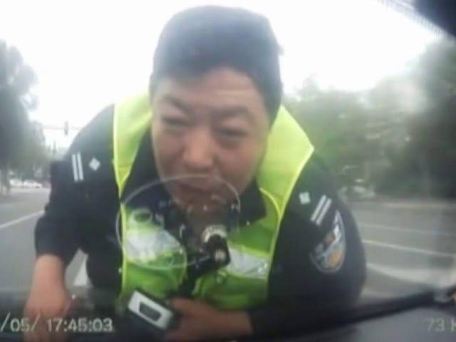 अगर आप पुलिस से भागने की कोशिश कर रहे हैं, तो आप के साथ एक भी मत लो